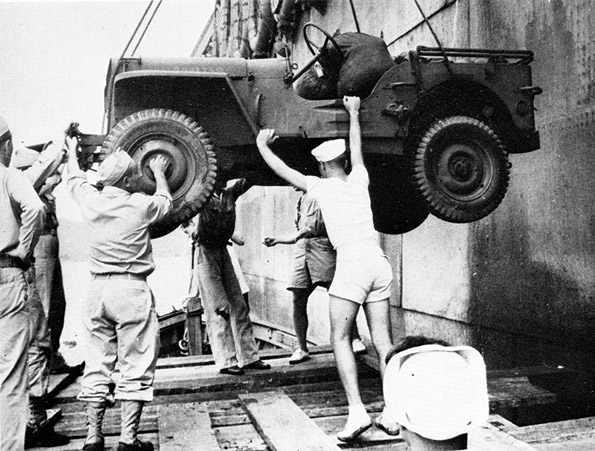 bob-1944-unload-jeep