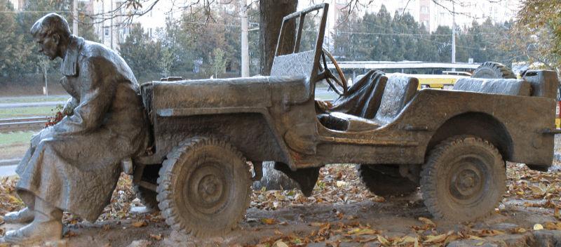 jeep_statue