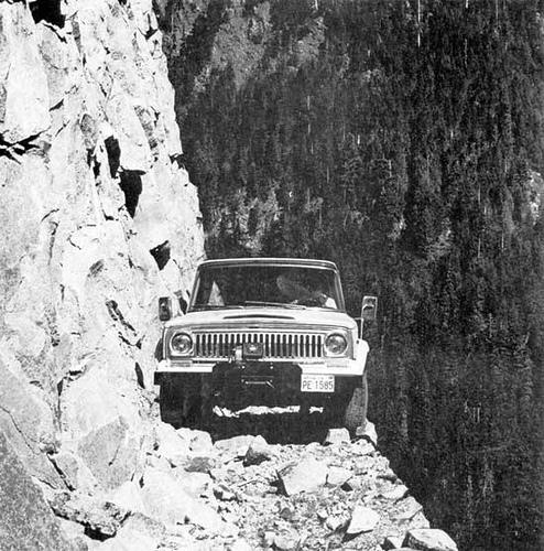 bolivia_jeep_cliff
