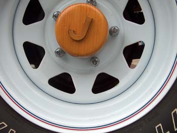 wood_jeeps5_hubcap