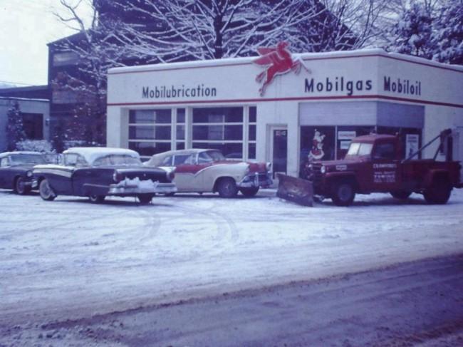mobilgas-service-truck