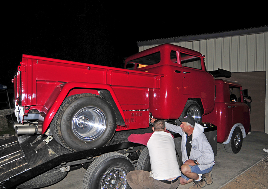 2013-fc-roundup-red-jeeps2