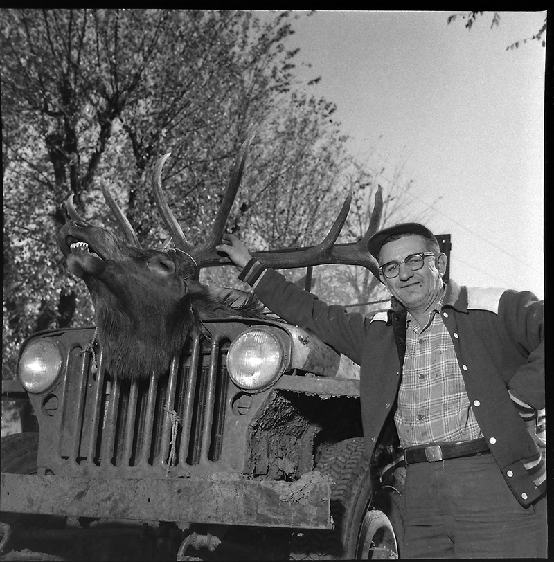hunter-with-elk-on-front-of-jeep-lores