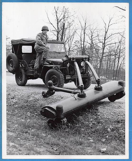 mine-detecting-jeep-photo