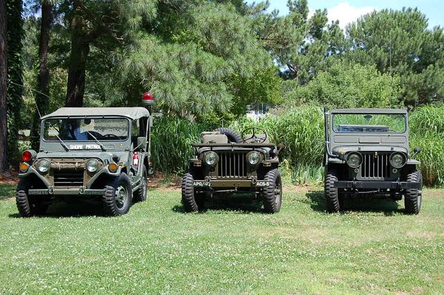 3-vintage-jeeps-comparison2