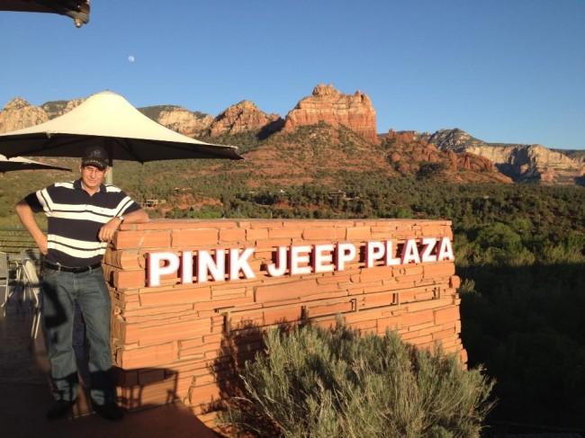 pink-jeep-plaza-sedona