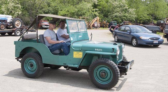 2013-05-16-roger-jeeps-tractors5