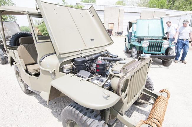 2013-05-16-roger-jeeps-tractors7