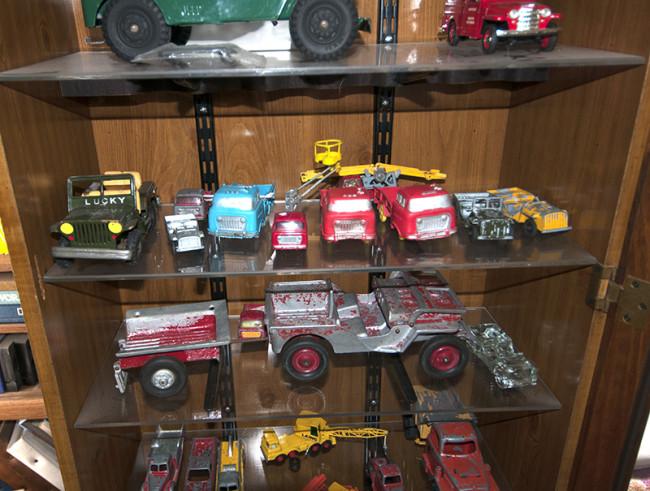2013-05-16-roger-jeeps-tractors9