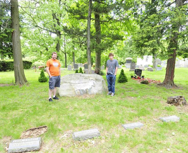 2013-05-26-karson-david-eilers-grave-sites-roslyn