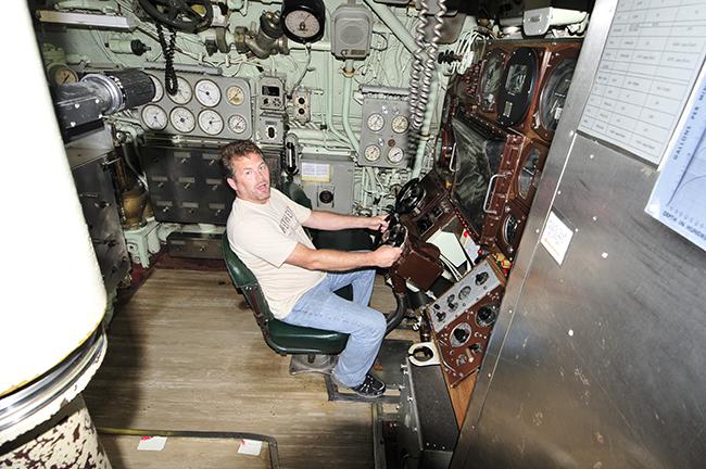 2013-05-30-albacore-submarine4