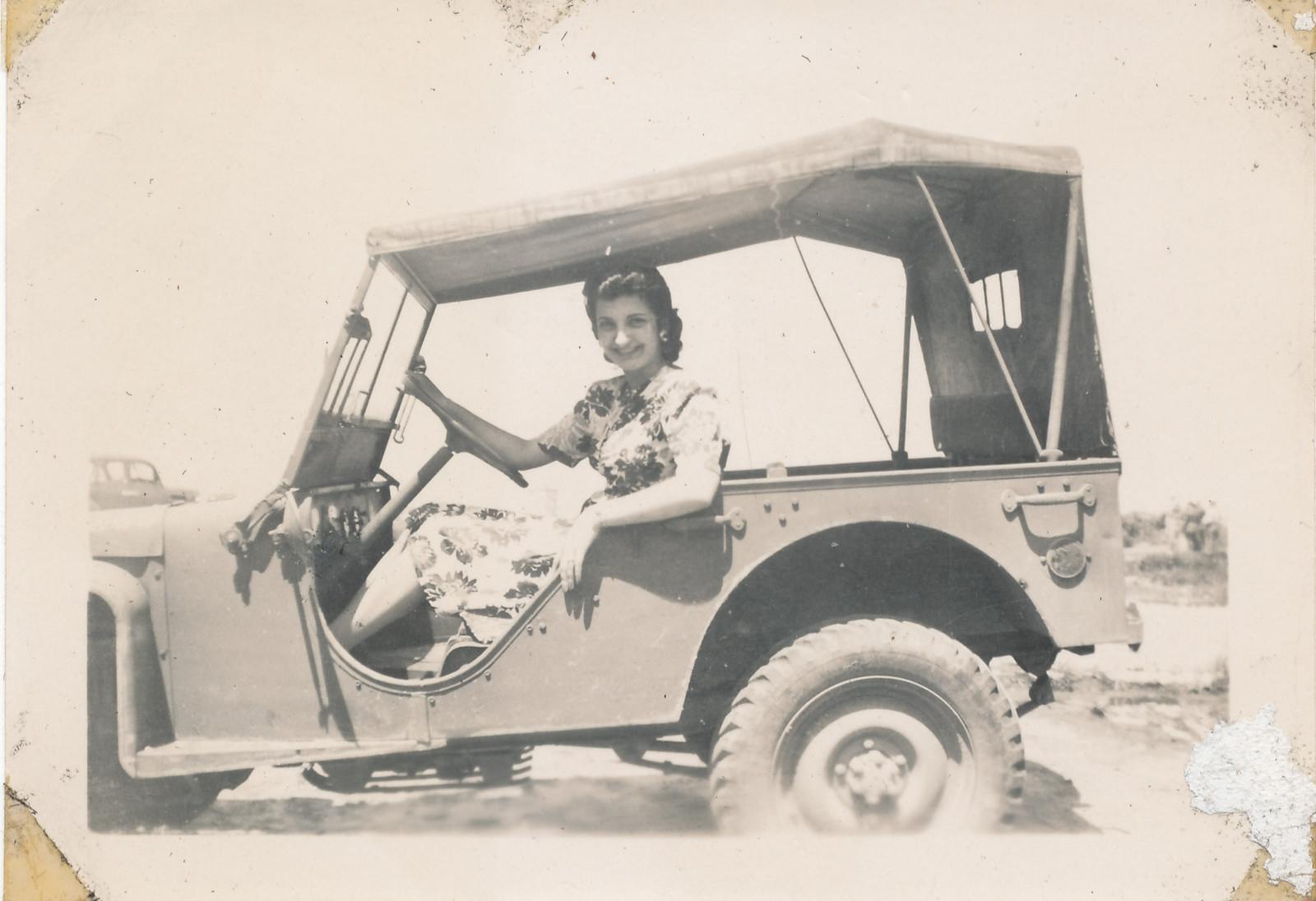 1941-bantam-brc40-woman