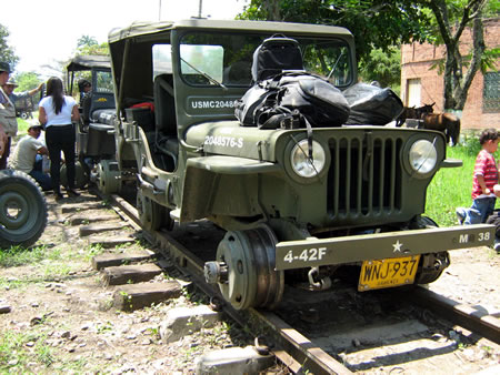 colombia-willys-jeep-train2