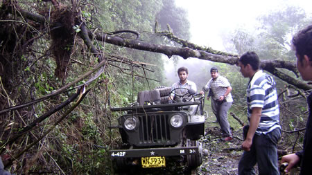 colombia-willys-jeep-train3