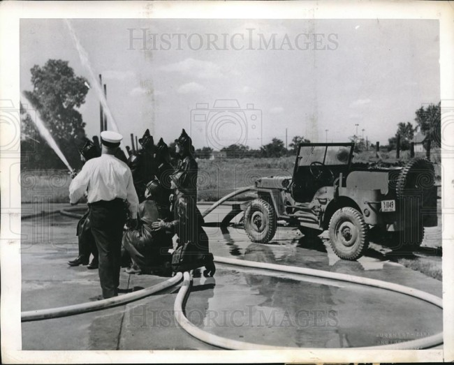 1943-09-28-fire-jeep-test-toledo1