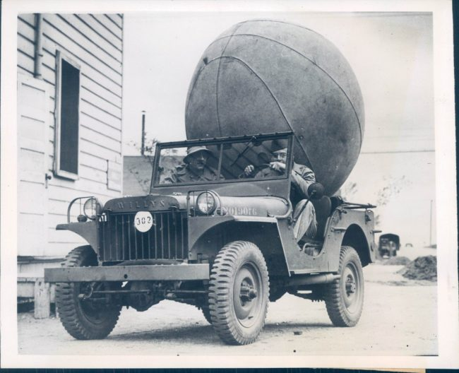 1942-09-25-push-ball-game-willys-ma1
