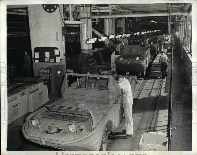 1943-03-16-gpa-production-line1