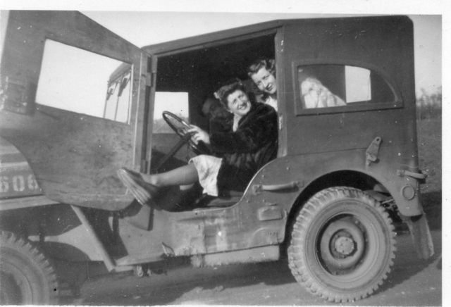 1945-french-two-women-jeep