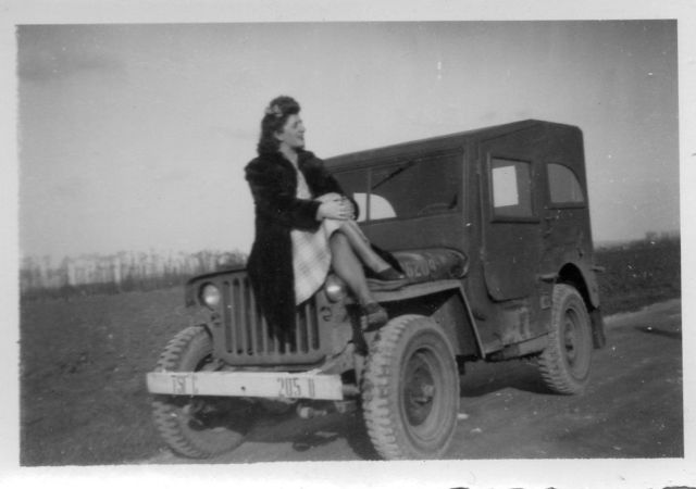 1945-french-woman-jeep