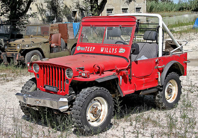 2010-ravena-italy-red-jeep-flickr