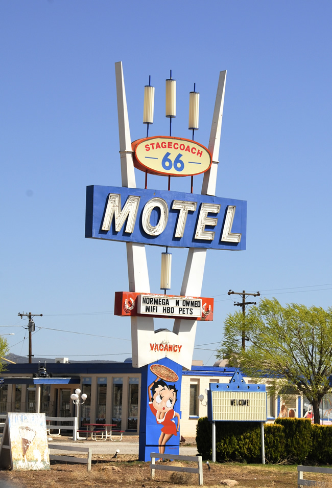 2014-04-01-route66-signs1