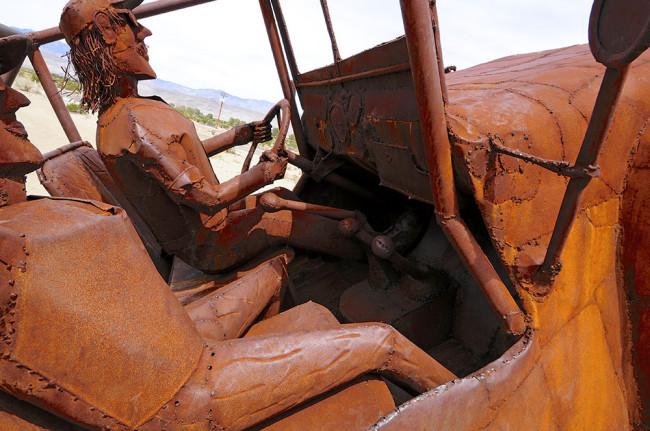 2014-04-02-borrego-sculptures-jeep5