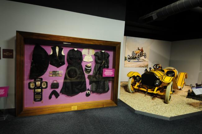2014-04-24-museum-cars4