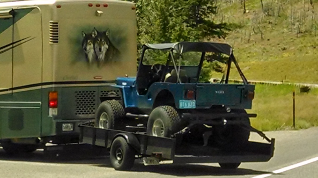 jeep-trailer-outside-yellowstone