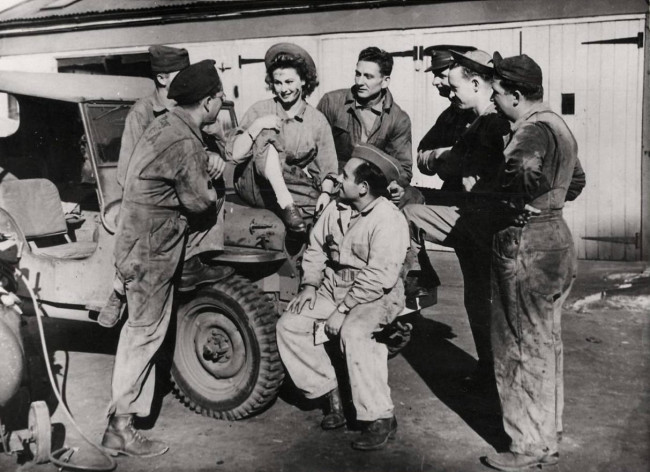 1942-09-27-mia-macklin-in-jeep1