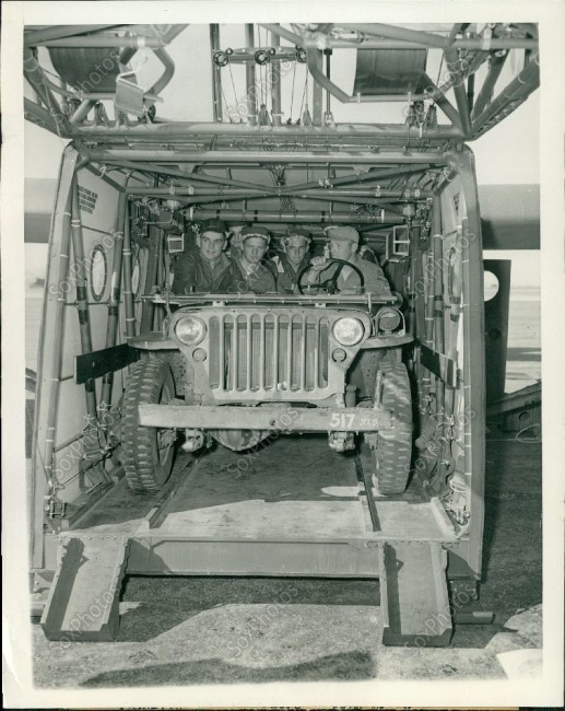 1943-02-24-jeep-soldiers-in-glider1