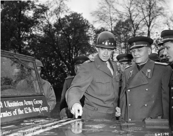 1945-05-05-omar-bradley-russian-army-jeep-gift9