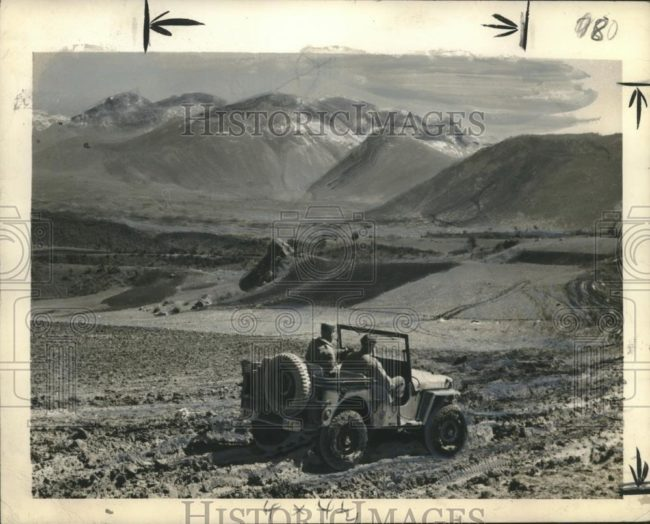 1948-05-11-jeep-mud-greece1