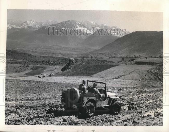 1948-05-11-lamia-greece-jeep1