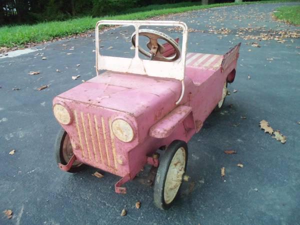 hamilton-pedal-jeep-surrey