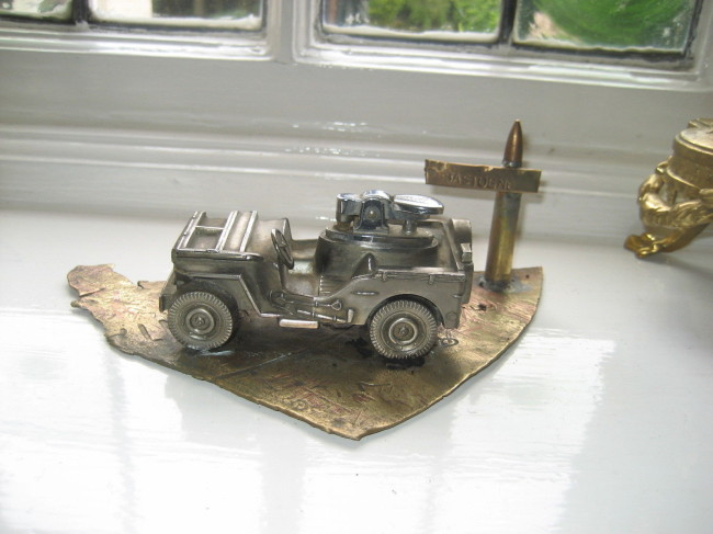 jeep-lighter-with-stand3