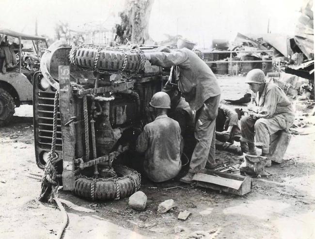 1945-01-06-leyte-jeep-medics1