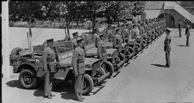 1942-08-10-jeeps-soldiers1