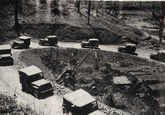 1943-05-21-burma-jeep-convoy1