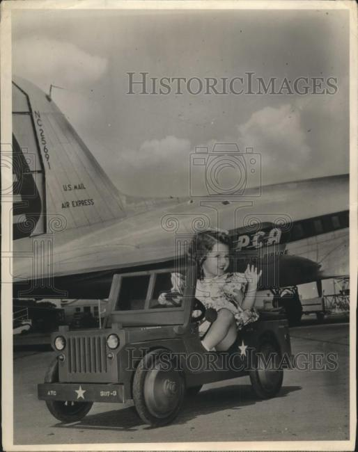 1944-11-17-girl-jeep-washington-airport1