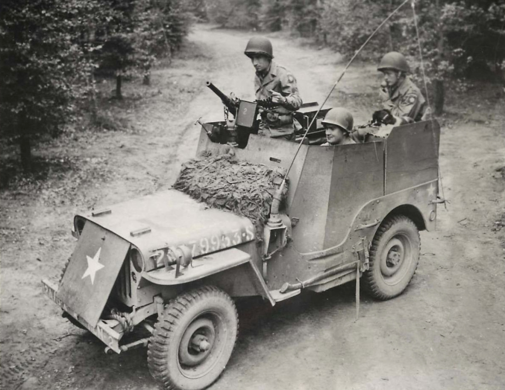 1944-12-10-82nd-airborne-armored-jeep1