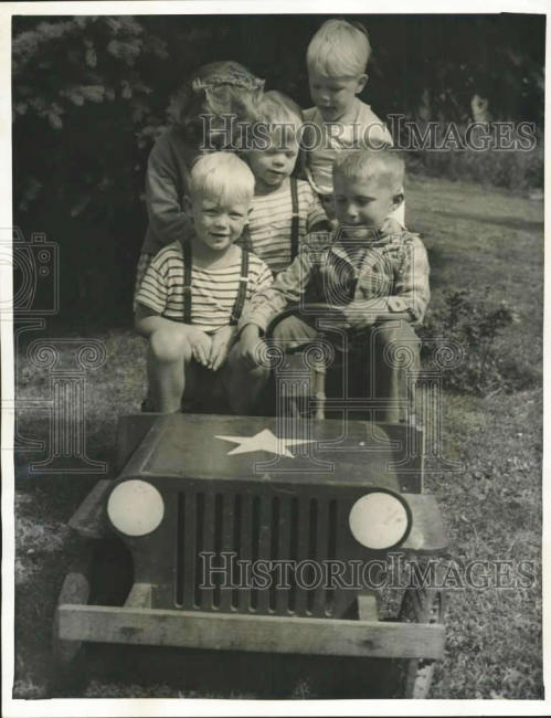 1946-06-29-seattle-kids-jeep1