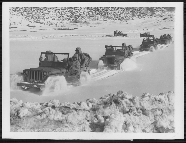 1942-12-23-camp-hale-snow-jeeps1