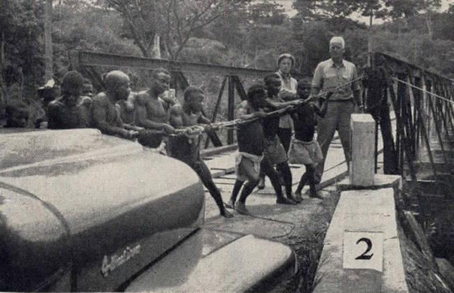 1955-09-willys-news-africa-tarzan2