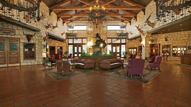 2015-05-02-yo-hotel-lobby
