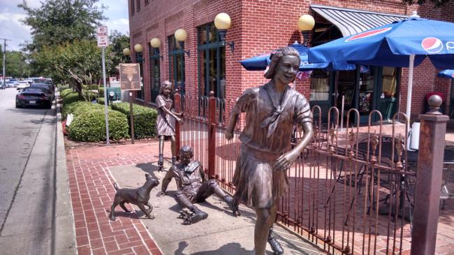 2015-05-14-grapevine-statues