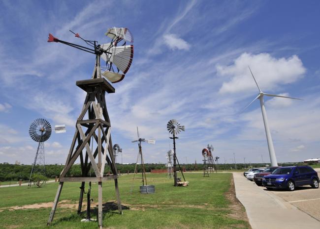 2015-05-15-american-wind-power-museum-outside2