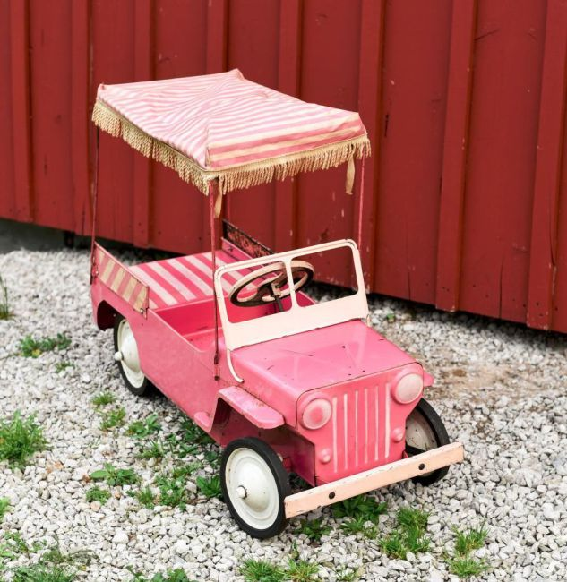 pink-surrey-pedal-jeep