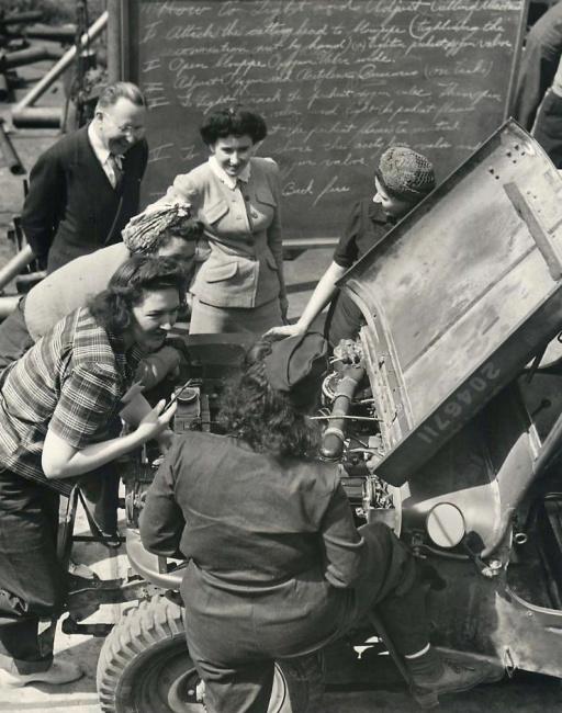 1943-03-17-women-wiggins1
