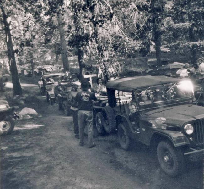 jeep-caravan-trip-1960s-2