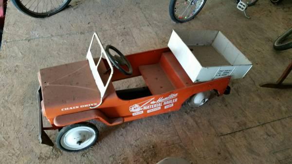 year-hamilton-pedalcar-mo1